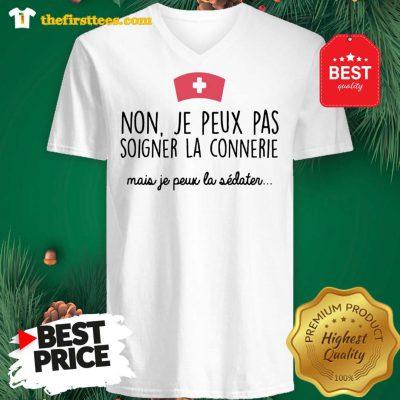 Official Non Je Peux Pas Soigner La Connerie Mais Je Peux La V-Neck - Design by Thefristtees.com