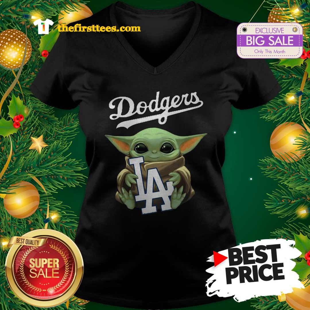 Monday Baby Yoda Hug Los Angeles Dodgers Star Wars Mandalorian V-Neck - Design by Thefristtees.com