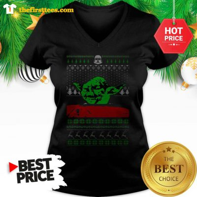Funny Star Wars Yoda Dinner Table Cat Meme Yelling Christmas V-neck - Design by Thefristtees.com